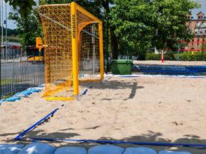 "Beach soccer net for ""P""-shaped net support type"