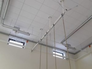 Construction (rail) for hanging 2 climbing ropes