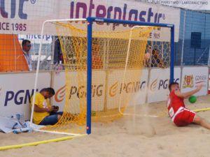 """Beach handball net for """"C""""-shaped net support type"""