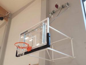 Konstrukcja do koszykówki podnoszona elektrycznie (naścienna) o wysięgu 225 cm